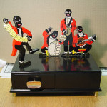 Completely rehabilitated music box with figurines